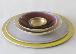 Barbara Butz - Platten und Schalen - Grau mit Traubenfarben
