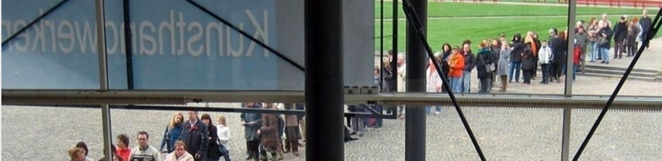 Warteschlange vor dem Kunsthandwerkermarkt Kassel