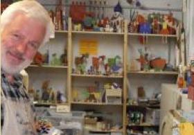 Klaus Wiechmann in seiner Werkstatt