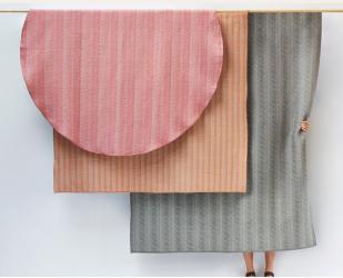 Tischdecken aus gewebter Musik - Foto Petr Krejčí