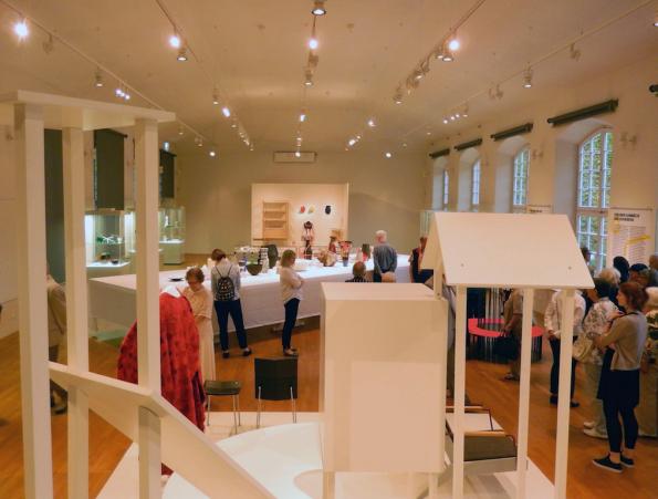 Freunden sei Dank! Blick in die Ausstellung, Grassimuseum für angewandte Kunst, Leipzig Foto: Schnuppe von Gwinner