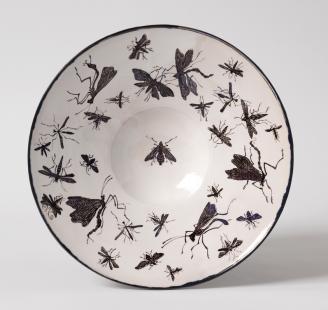 """Sonngard Marcks, Teller """"Scherenschnitt – Flugwesen"""", 2016, Engoben- und Glasurmalerei, Dm 29 cm Foto: Die Neue Sammlung - The Design Museum (A. Laurenzo)"""