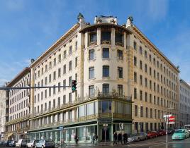 Otto Wagner Haus Linke Wienzeile 38 mit Dekorationen von Kolmann Moser, Foto: Wikipedia