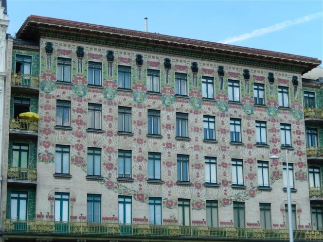 Otto Wagner, Majolikahaus an der Wienzeile, Foto: schnuppe von gwinner; in diesem Haus ist ein herrlicher Jugendstil-Aufzug erhalten.