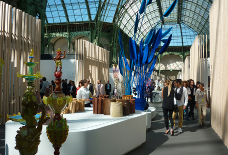 "Blick in ""Revelations"" Grand Palais: Dutch Belief van Craft Counsel Nederland mit Werken von Berhard Heesen, Floris Wubben, Dienke Dekker and Wandschappen"
