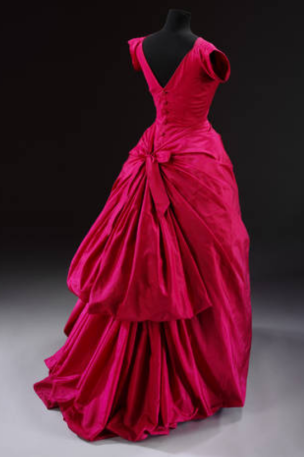 Abendkleid aus Seidentaft von Cristóbal Balenciaga, 1955, Paris, Frankreich. 1955, . Museum no. T.427-1967. © Victoria and Albert Museum, London
