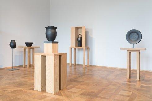 "Sonderausstellung ""Amor Bucaro. Keramiken von Linde Burkhardt"" im Kunstgewerbemuseum in Schloss Pillnitz, Copyright: SKD, Foto: Ronald Bonss"
