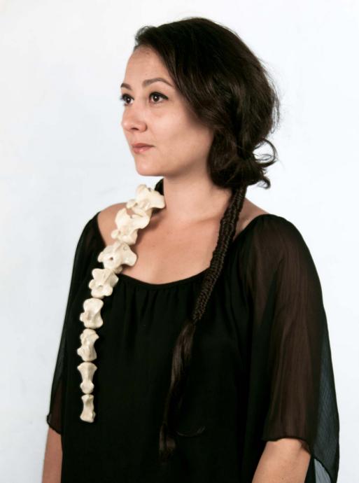 "Marie Masson, ""Queue de bœuf   Ochsenschwanz"", Knochen, Résin, Haare, Gummi, 2013   Foto: Marie Masson"