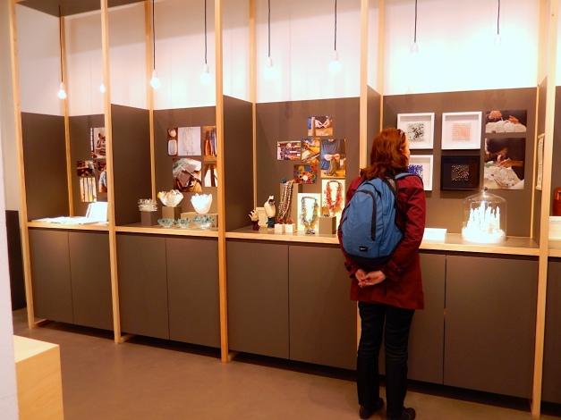 Empreintes 3/2017Die Schaukästen stellen einzelne Designer/ Künstler/ Macher mit ihren Werken vor, ergänzt durch Fotodokumentationen über die Herstellung, Materialien etc. - Foto: Schnuppe von Gwinner