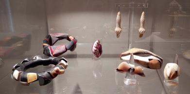 Jean-François Pereña, Schmuck-Kreationen aus Naturmaterialien wie Bein & Leder - Galerie Collection, Paris | Foto: Schnuppe von Gwinner
