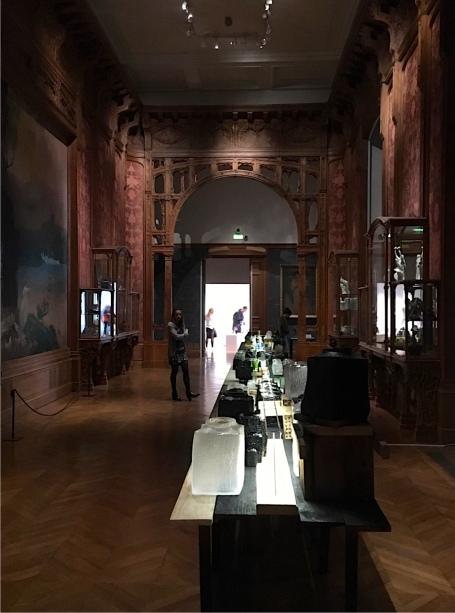 """François Azambourg kreiierte die Vase """"Douglas """" im Centre International d'Art Verrier in Meisenthal - eine Präsentation zu den D'Days in den originalen Art Deco Räumen des Musée des arts decoratifs - Foto: Schnuppe von Gwinner"""