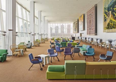 Neugestaltung der Delegierten-Lounge der UNO in New York, von Hella Jongerius, zusammen mit Rem Koolhaas, Irma Boom, Gabriel Lester und Louise Schouwenberg 2014.