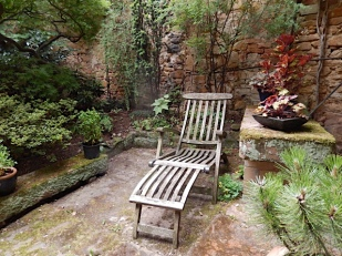 die idyllische Rast in Lotte Reimer's Innenhof