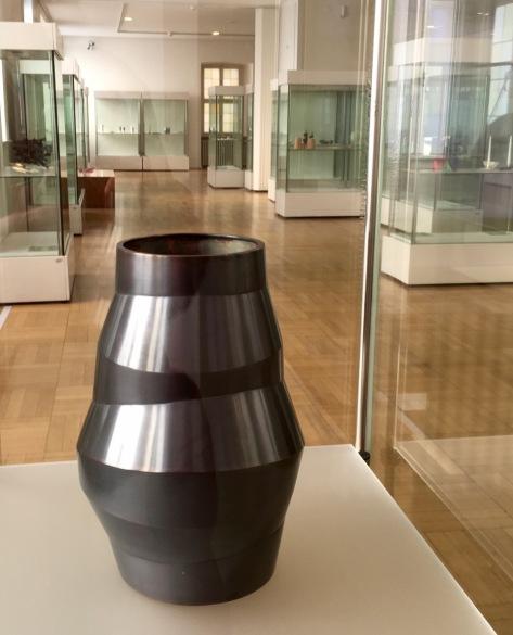 Beate Leonards, 1.Preis HammerClub 2018: Vase 2017, Tombak, geschmiedet | Foto: Schnuppe von Gwinner