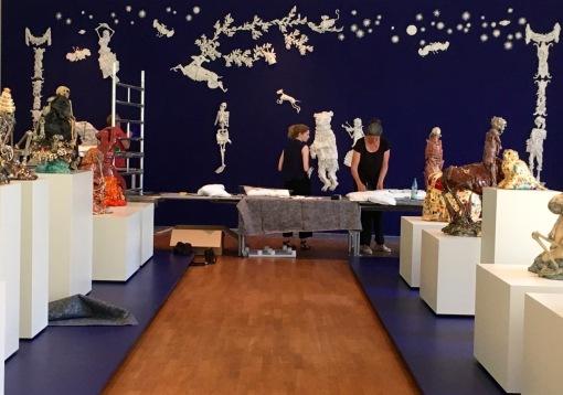 Installation des Totentanzes im Leipziger GRASSI MAK durch Carolein Smit am 28.05.2018 | Foto: Schnuppe von Gwinner