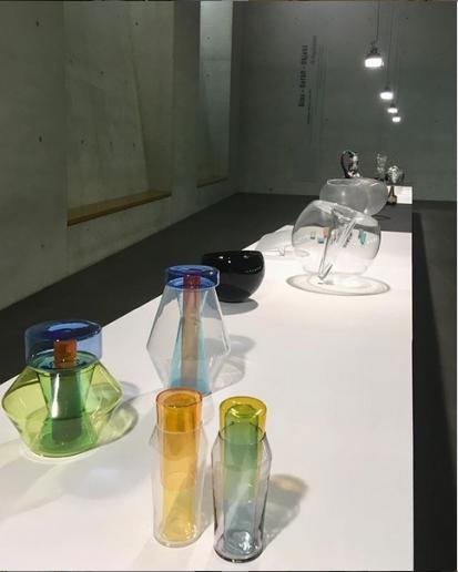 Glas Gefäß Objekt - vorne: Cornelius Réer - Neues Museum Nürnberg - Foto: Schnuppe von Gwinner