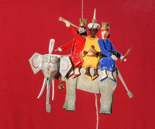 Oberammergauer Schnuerlkasperl: die drei Weisen aus dem Morgenland, beweglich, gespaltenes Kiefernholz, handgeschnitzt und farbig gefasst