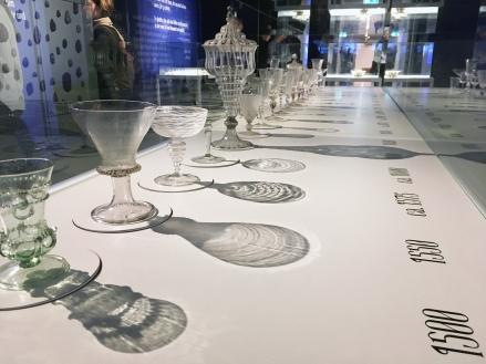 Parade: Die Schönheit von Glas durch die Jahrhunderte - Detail: SAGMEISTER & WALSH: Beauty, MAK Wien | Foto © Schnuppe von Gwinner