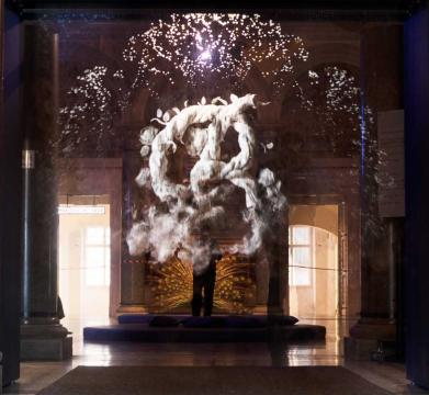 SAGMEISTER & WALSH: Beauty Sagmeister & Walsh, Fog Screen, 2018 Die Installation wurde in Kooperation mit der ERSTE Stiftung produziert MAK-Säulenhalle Detail © Aslan Kudrnofsky/MAK
