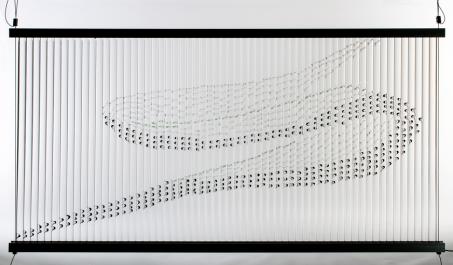 """Ayako Tani, """"Murmuration"""" (Vogelschwarm), 2018, 75 × 150 × 2,5 cm, Foto: Jo Howell"""