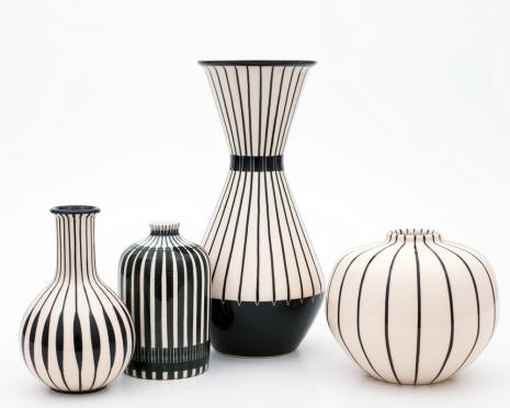 Hedwig Bollhagen, Vasen, verschiedene Dekore, aktuelle Produktion, 1962–1982. Foto: Christoph Sillem