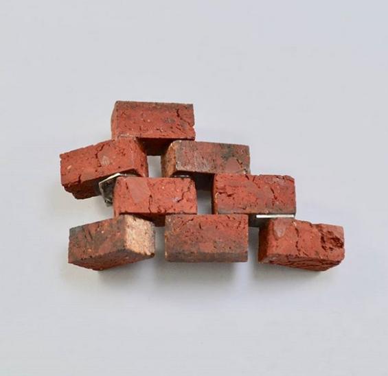 Kristina Neumann, Australien – 'Feature Wall', roter Ziegel. Quelle: Instagram