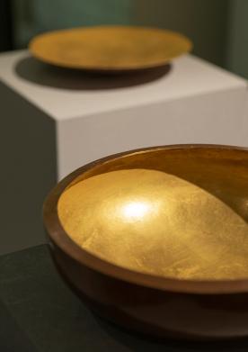 Galerie Biró_Rudolf Botte, 2 Schalen, Kupfer geschmiedet, Feuervergoldet