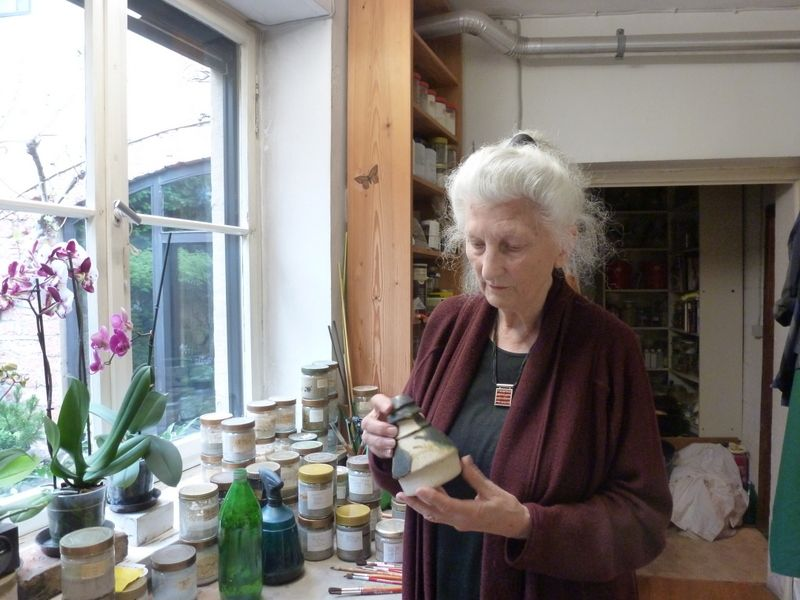 Lotte-Reimers-in-ihrer-Werkstatt_Foto-Marlene-Jochem